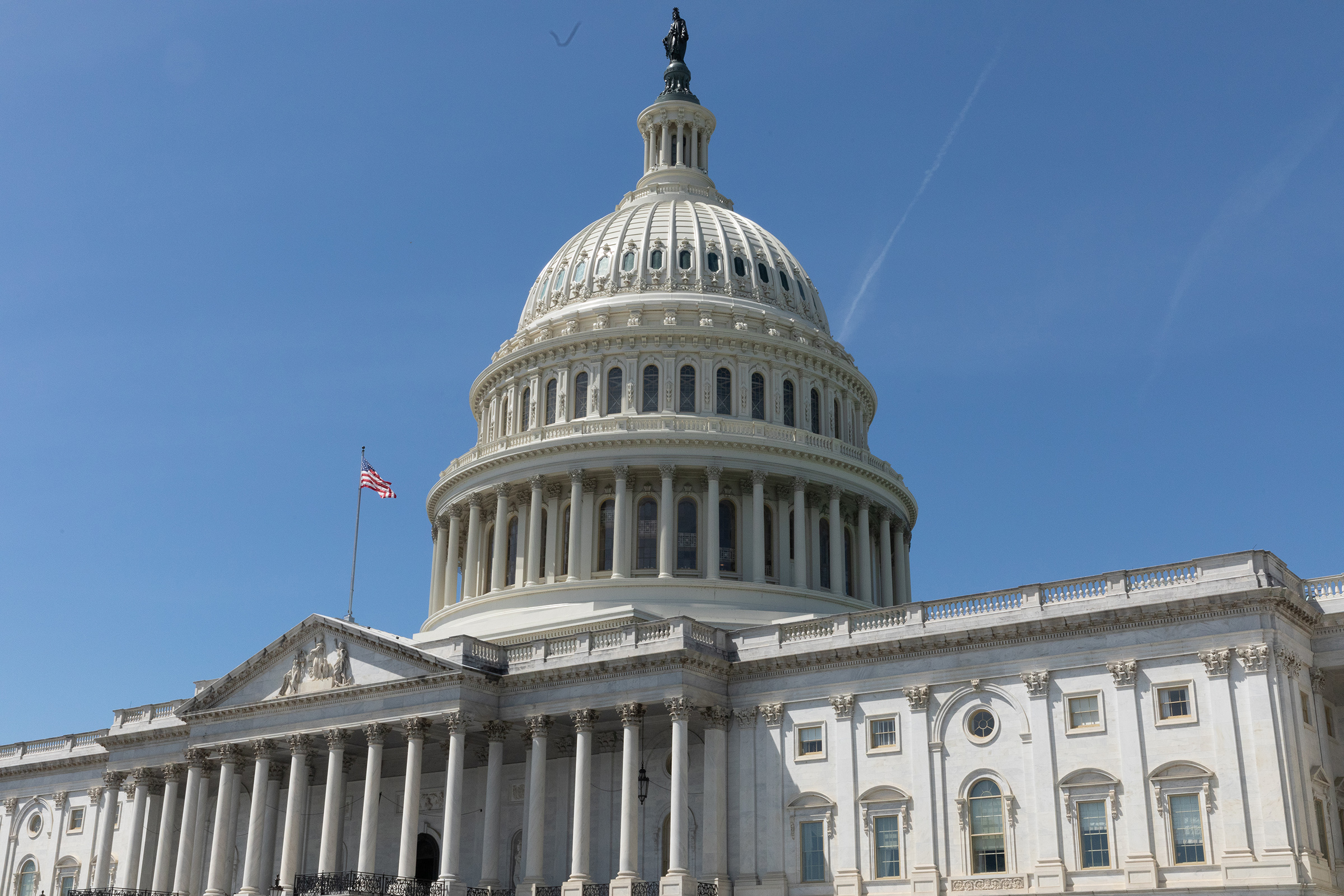 Американският сенат прие пакета за 1,9 трилиона щатски долара след маратонска нощна сесия