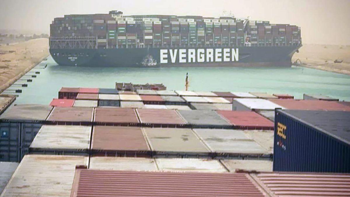 Започва пренасочване на трафика от Суецкия канал