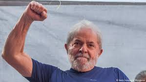 Бразилски съдия отменя присъдите срещу бившия президент Лула да Силва