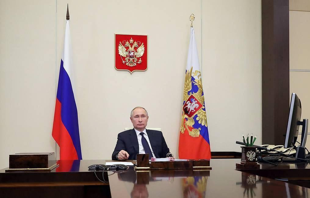 """Путин съветва бизнеса да инвестира в Русия, а не да държи пари в """"сигурни убежища"""" в чужбина"""