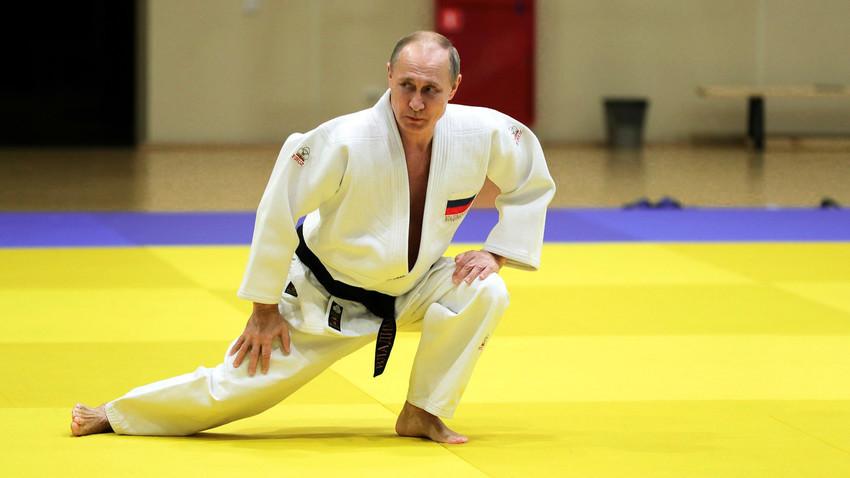 Путин изглежда твърде млад на фона на Байдън - руската ДУМА му даде опция за още 2 мандата